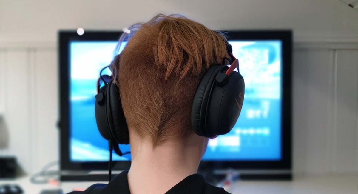 How To Connect Headphones To The TV Without Headphone Jack
